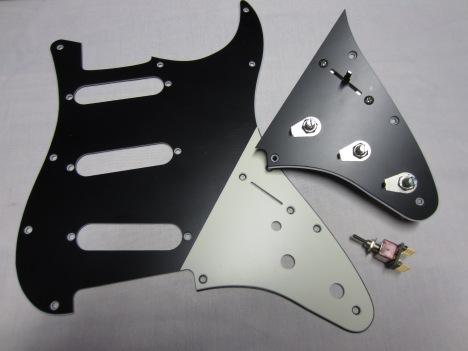 Split-panel pickguard: Black matte SSS top